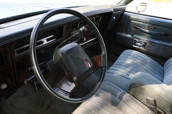 po-pojas-derevjannyj-opyt-vladenija-oldsmobile-custom-cruiser-1983-goda-15a463d