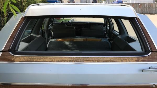 po-pojas-derevjannyj-opyt-vladenija-oldsmobile-custom-cruiser-1983-goda-19f7522