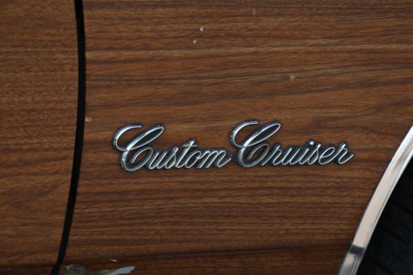 po-pojas-derevjannyj-opyt-vladenija-oldsmobile-custom-cruiser-1983-goda-6e830c6