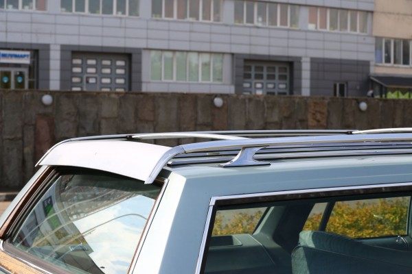po-pojas-derevjannyj-opyt-vladenija-oldsmobile-custom-cruiser-1983-goda-ba1965e